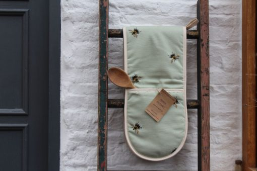 Bee oven gloves ethical homeware